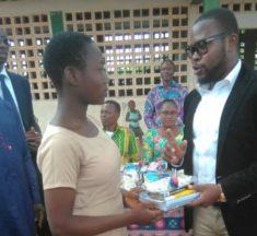 Togo : Vincent AMEGANVI promeut l'excellence à travers des dons de fournitures aux élèves