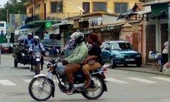 Covid-19 : interdiction de transporter des personnes sur les motos, une décision à revoir